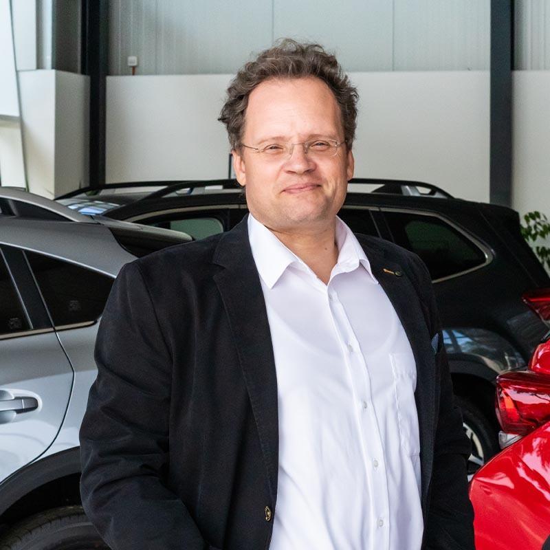 Eiko OswaldGeschäftsführer | Verkaufsleiter04941 / 9183 - 701 eiko.oswald@happycars.online